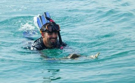 شناگر ایرانی که قرار است در سه قاره شنا کند:گفتند 2.5 میلیون دلار بگیر و روی پیراهنت ننویس خلیج فارس