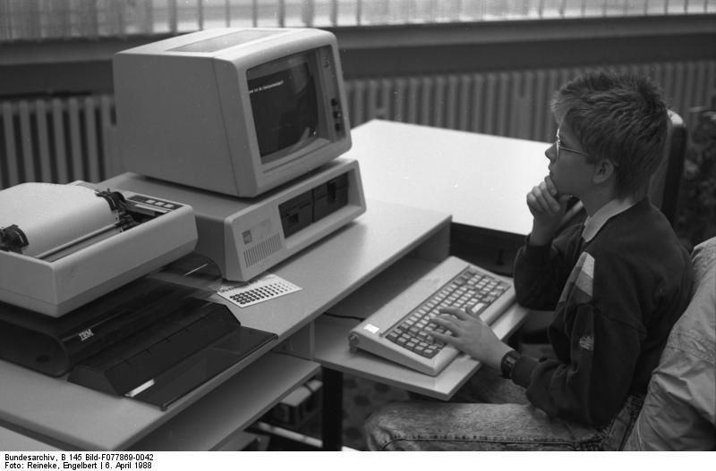 تاریخ مایکروسافت را در این 21 عکس ببینید و بخوانید