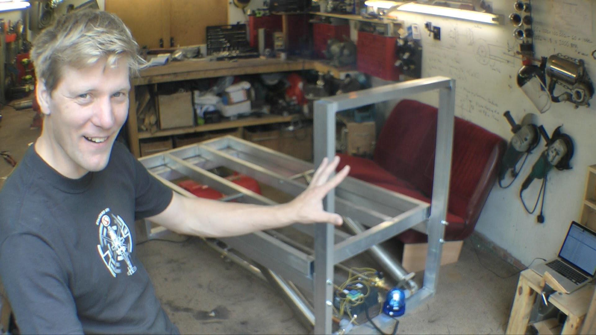 اختراع تختی که تنبلها را به هوا پرتاب میکند