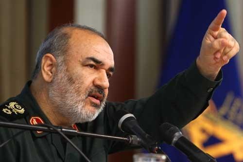 سردار سلامی: کوچکترین حرکت علیه ایران، کاخ آرزوهای آمریکا را ویران میکند/توزیع سم توسط دشمن