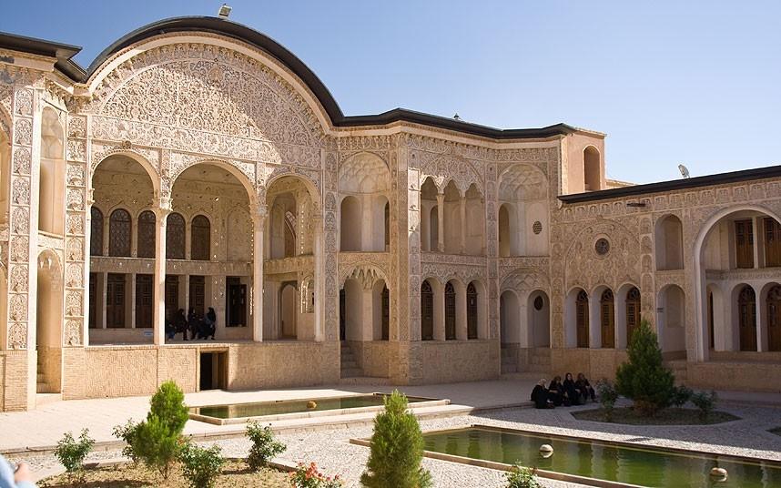 گزارش یک روزنامه انگلیسی؛ ۱۱ مکانی که در سفر به ایران باید ببینید