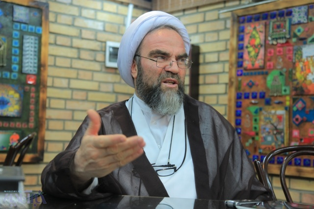 غرویان: برخی نقدها به دولت از تریبون نمازجمعه منصفانه نیست