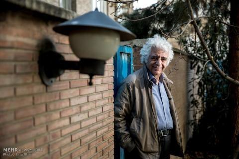 لوریس چکناواریان: تمام کوچه های کودکی ام در تهران خیابانهای ۶متری شده/ هویت تهران در کماست؟