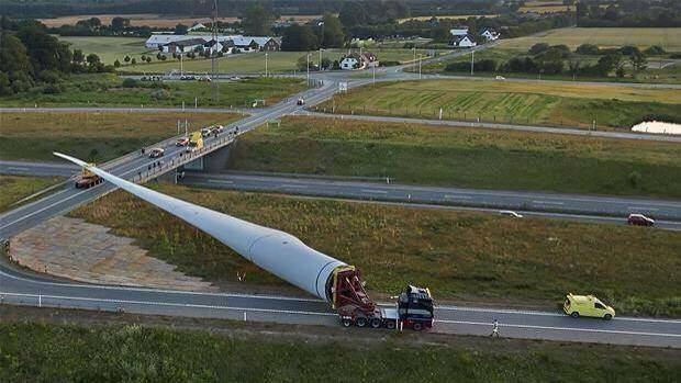 فرودگاه ایلام مراحل ساخت بزرگترین توربین بادی جهان را ببینید