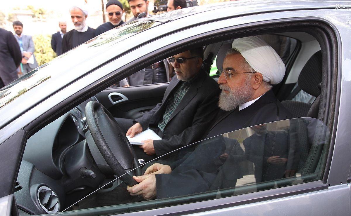 حسن روحانی,محمود احمدی نژاد,علی لاریجانی