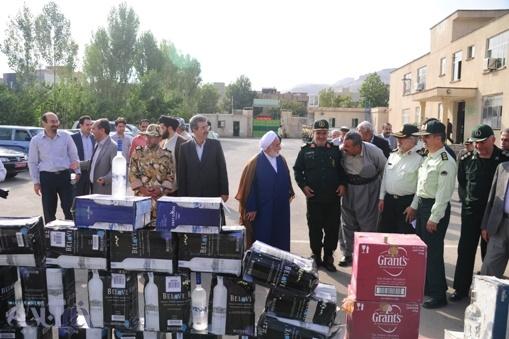 رونمایی از کشفیات 30000 شیشه مشروبات الکلی توسط نیروی انتظامی در مهاباد