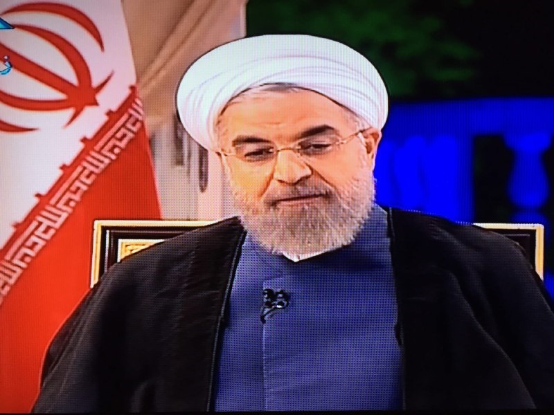 گفت و گوی زنده تلویزیونی رئیس جمهور شروع شد/ روحانی: انتخابات 92 یک رفراندوم بود/ 1
