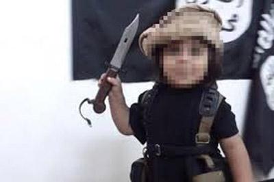 وقتی کودک داعشی اولین گردنزنی را تجربه میکند!