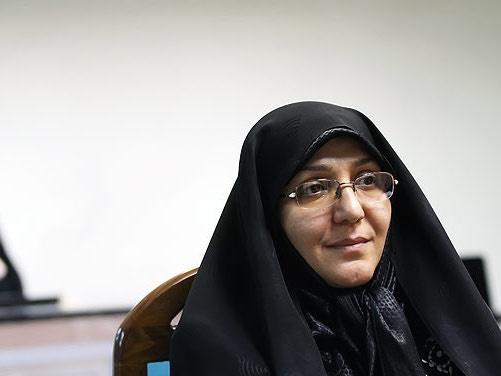یک فعال حقوق زنان: مفهوم جوانان در ایران کاملا پسرانه است/ وظیفه زن فقط خانهداری و در خانه نشستن نیست