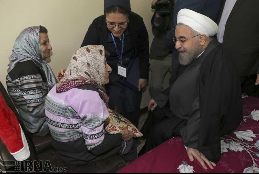 برگزیدهای از تصاویر عیادتهای رئیسجمهور از بیماران و سالمندان