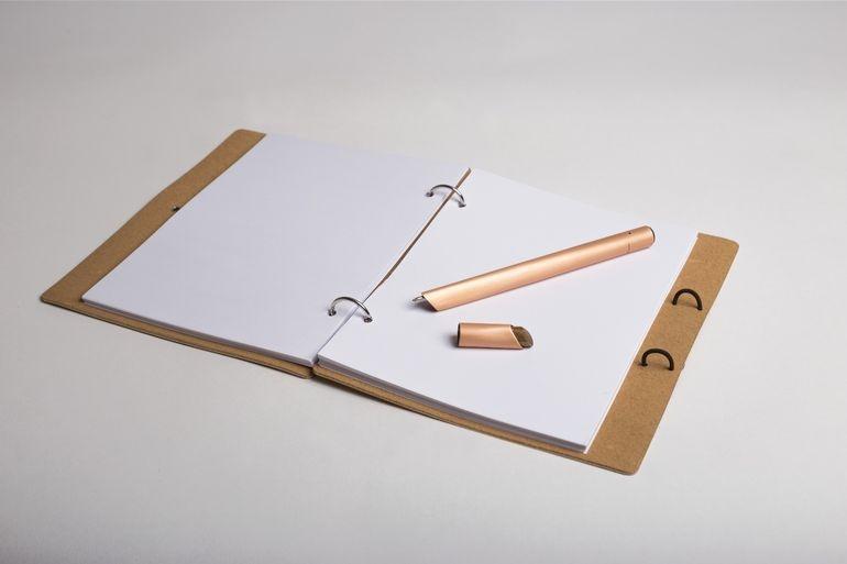 تصاویری از یک قلم و دفتر جادویی برای نقاشان و طراحان کلاسیک