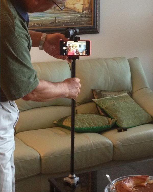 وقتی با دسته عصا، جارو، چوب، کفگیر عکس یادگاری می گیریم