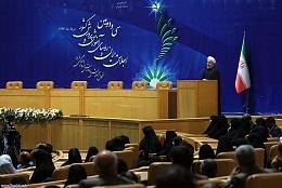 روحانی: مسیر صحیح، مسیر اعتدال است نه افراط و تفریط/معلم باید بیش از همه در جامعه منزلت داشته باشد