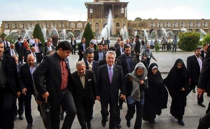 تصاویری از اصفهان گردی رئیس جمهور اتریش، همسرش و تیم همراه