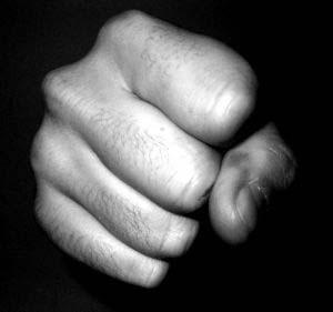 چرا کامنتهای مردم پر از خشم شده است؟/ یک آسیب شناس: مردم خشونت را با خشونت پاسخ میدهند