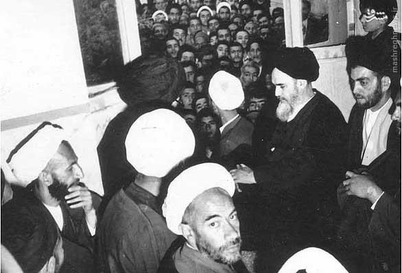 تصاویری از مرحوم آیتالله خزعلی در کنار امام خمینی، رهبر انقلاب، علامه طباطبایی و  مجتهدی تهرانی