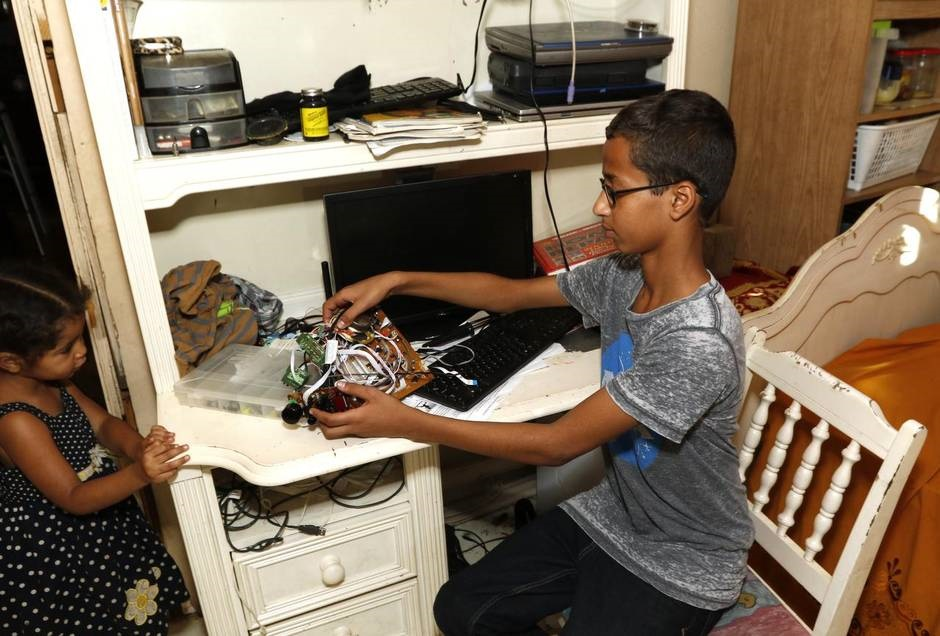 چرا همه دنبال احمد محمد 14 ساله میگردند؟ از ناسا تا کاخ سفید! / عکس