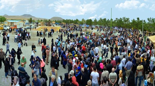 روز چهارم جشنواره انگور ارومیه با توزیع 200 کیلو آش دوغ بین بازدیدکنندگان به پایان رسید