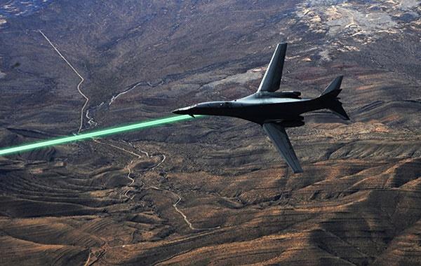 آمریکا میخواهد تا ۲۰۲۰ تسلیحات لیزری روی جنگندههایش نصب کند/جنگ سایبری در آسمان