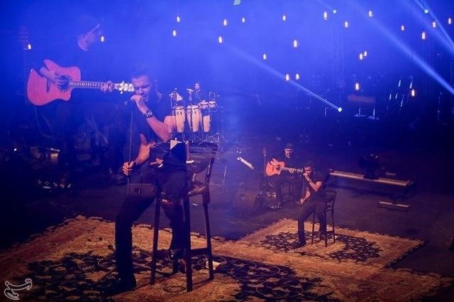 لحظه هایی از اولین کنسرت آنپلاگد ایران با حضور سیروان خسروی