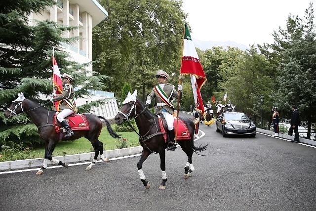 رییس جمهور اتریش اینگونه مورد استقبال روحانی قرار گرفت