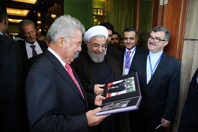 هدیه روحانی به رئیس جمهور اتریش چه بود؟/عکس