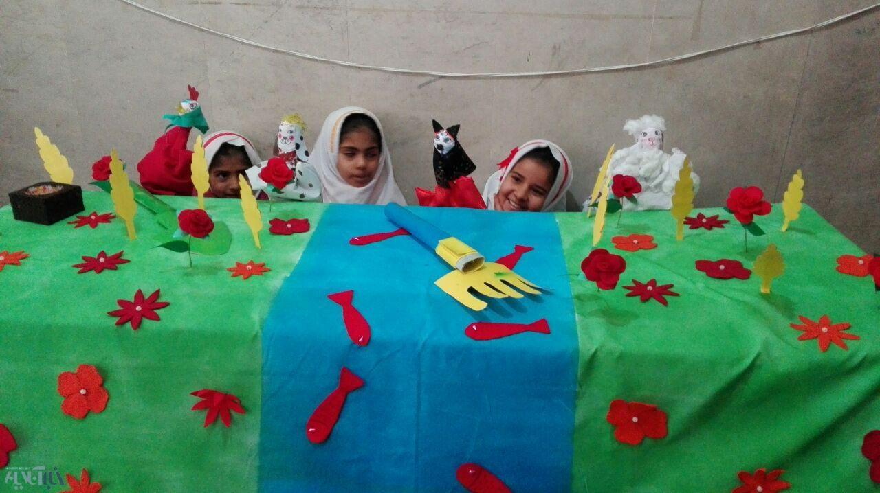 خلاقیت معلمان سیستان و بلوچستانی در آموزش و قصهگویی برای بچههای عشایری/ عکس