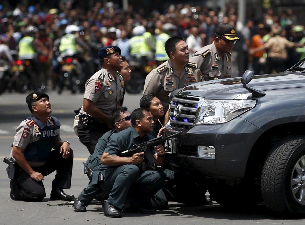 تصاویری از تعقیب و گریز در جاکارتا/ 3 مظنون بازداشت شدند