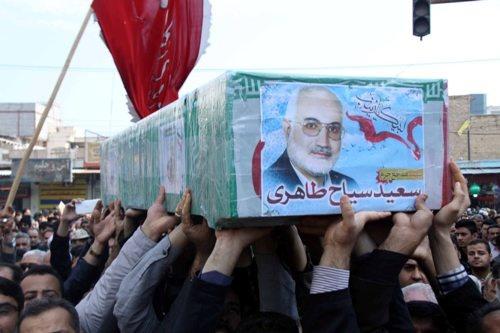 تصاویر پرویز پرستویی و حمید فرخنژاد در مراسم خاکسپاری یک شهید/ روایت پرستویی از سکوتی که فریاد بود