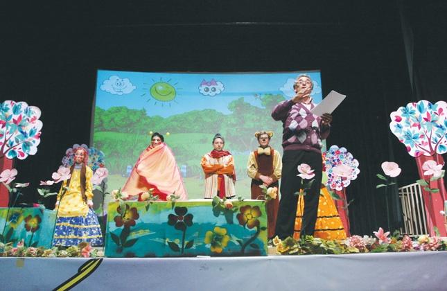 «نازنازی» کودکان را به تماشای تئاتر کشاند