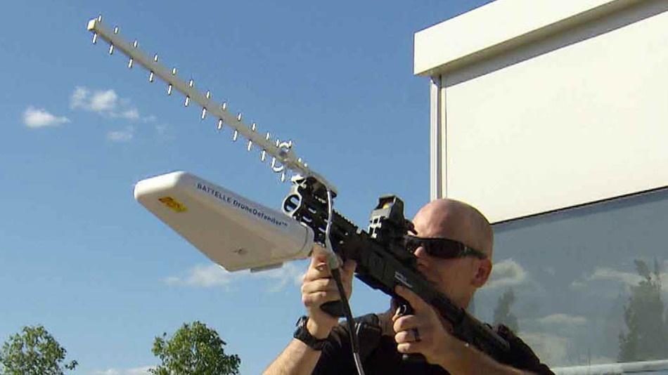 اولین تفنگ ضد پهپاد / عکس