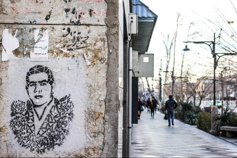 گرافیتی، این بار با شمایل غلامرضا تختی/ مامورها نگذاشتند تمام خیابان ولیعصر چهره تختی شود