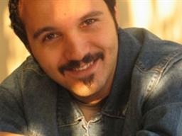 کامبیز دیرباز: نقشم در «پشت بام تهران» ضد قهرمان است