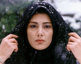 عکس بازیگر زن با یک جانور گزنده خطرناک