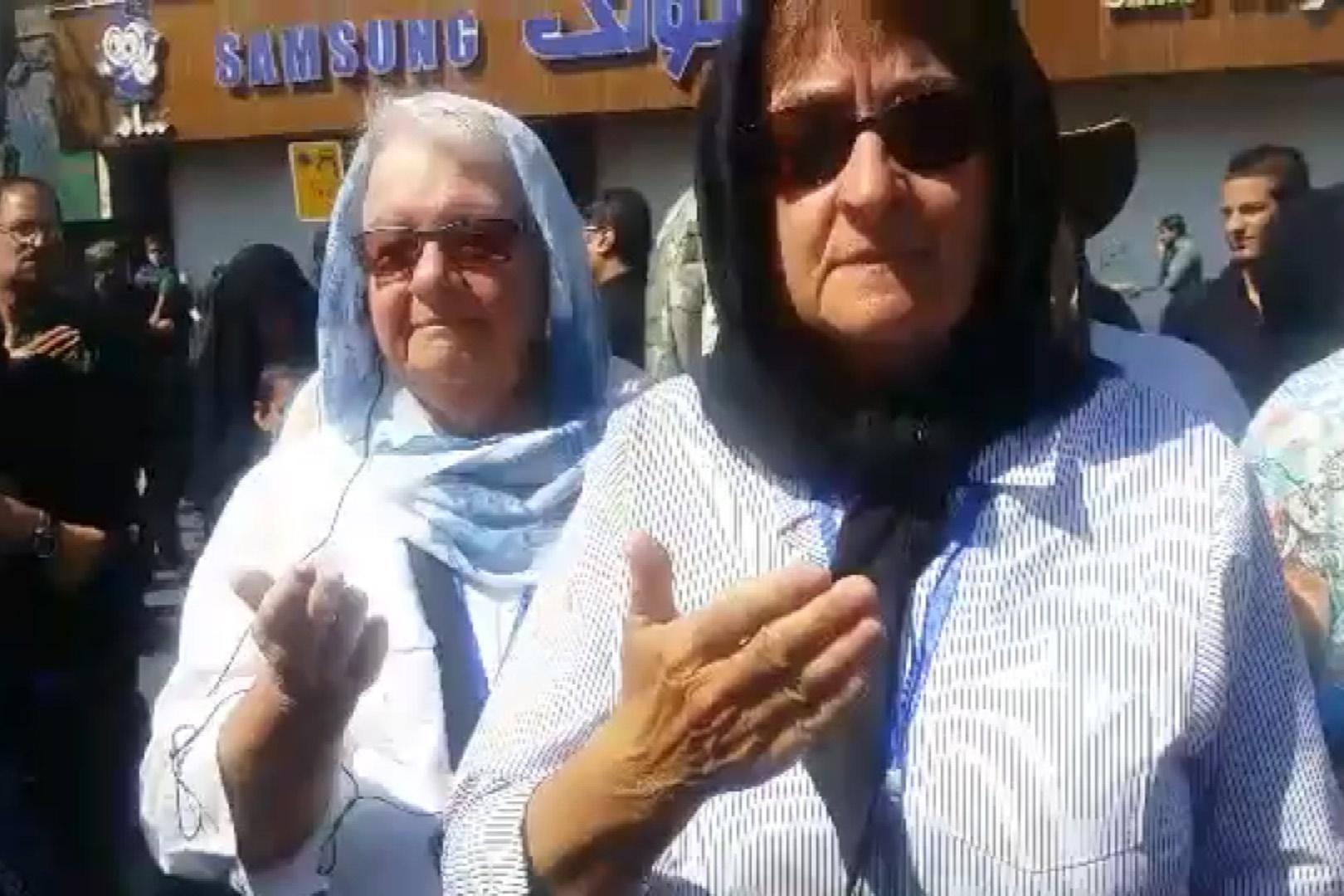 فیلم | گردشگران کانادایی و امریکایی در حال سینهزنی در میان مردم ایران