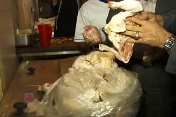 فیلم | فاجعه در رستوران ترمینال غرب | چه کسانی این گوشتهای فاسد را خوردهاند؟