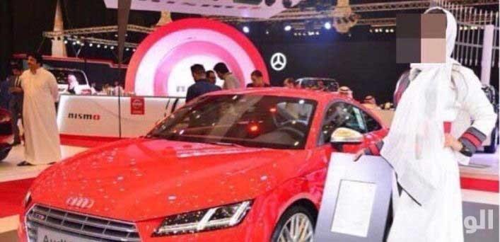تصاویر | جنجال استفاده از مدل زن در نمایشگاه خودرو جده | چهار نفر بازداشت شدند