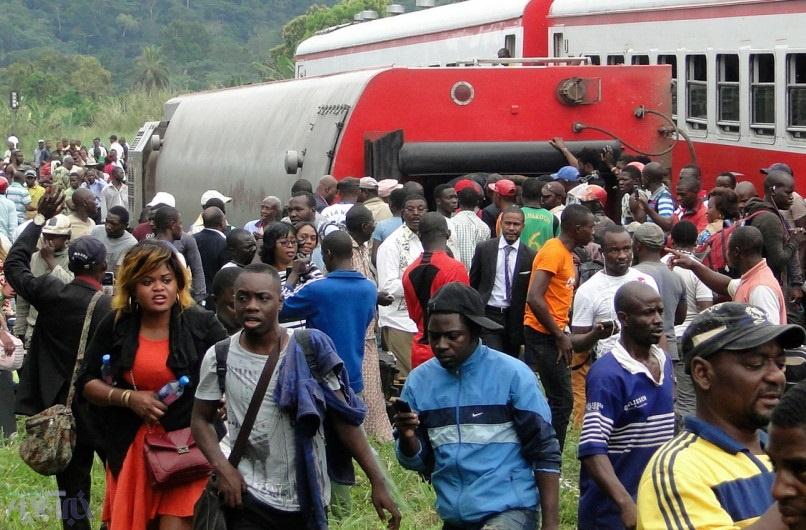 تصاویر | خارج شدن قطار مسافربری از ریل در کامرون | ۵۳ نفر کشته شدند