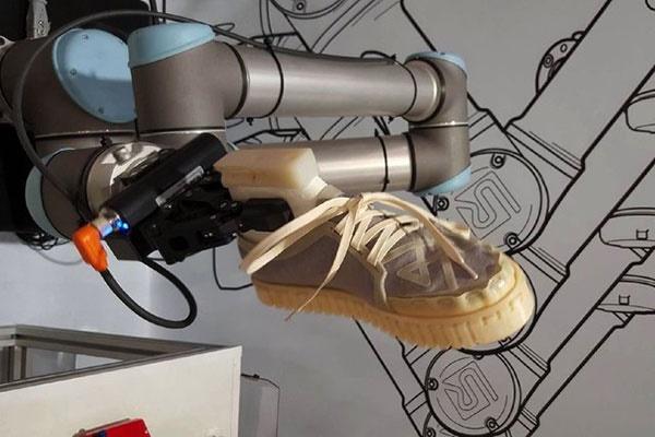 کفشی که در طبیعت تجزیه میشود/تولید با چاپ سه بعدی