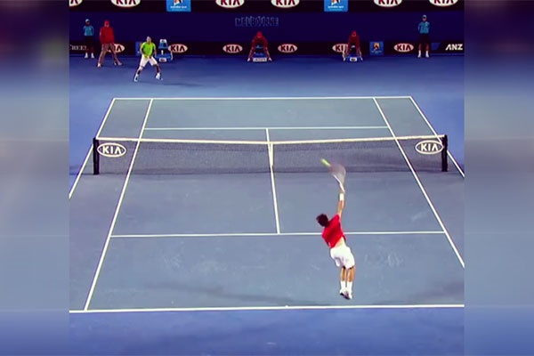 فیلم | آمادگی بدنی یک توپ جمع کن مسابقات تنیس | تشویق تماشاگران