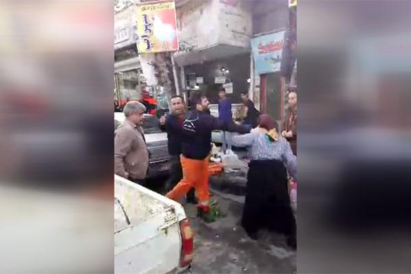 فیلم | کتک زدن دستفروش زن توسط مامور شهرداری فومن!