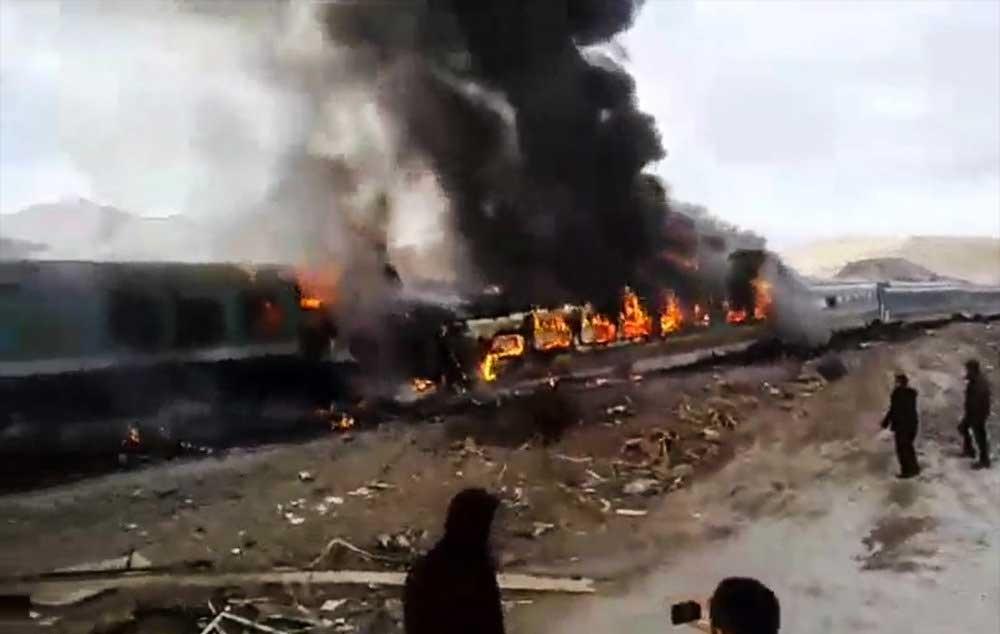 آمار جانباختگان فاجعه قطار تبریز-مشهد کاهش یافت/ ۲ نفر زنده هستند