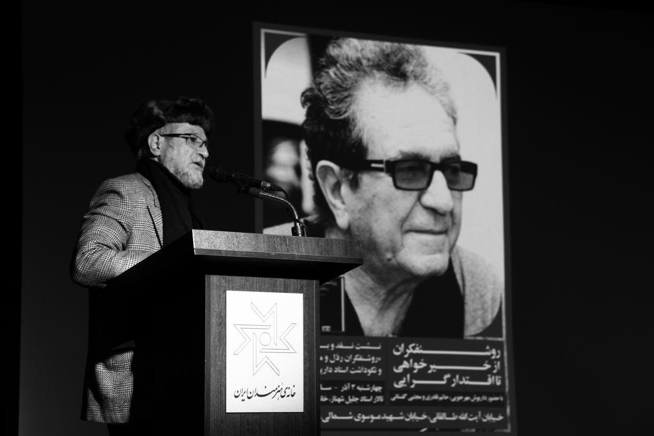 حاتم قادری: روشنفکران فکر میکنند تأیید شده تاریخاند/ کارگردانی که روشنفکری آمرانه را نقد می کند