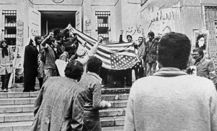 مجادلات مجلس اول بر سر گروگانهای آمریکایی /واکنش آیتالله خامنهای به دفاعیات ابراهیم یزدی