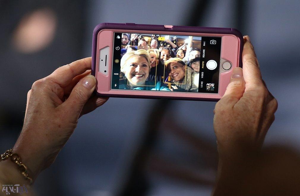 عکس   سلفی جالب هیلاری کلینتون و طرفدارانش
