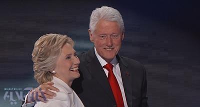 فیلم   لحظه حضور هیلاری و بیل کلینتون برای رای دادن