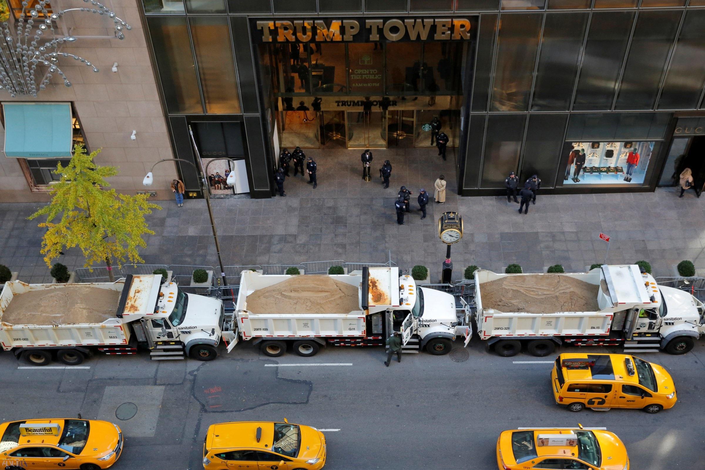 تصاویر   کامیونهای پر از شن و ماسه مقابل برج ترامپ   نگرانی از حملات تروریستی