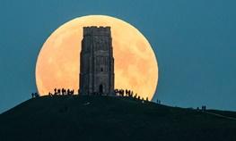 ساعت ۱۷:۲۲ دوشنبه ۲۴ آبان؛آمادهباش برای رصد بزرگترین ماه در ۷۰ سال اخیر