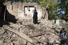 ۱۳سال است خانههای این روستا ترک برمیدارد