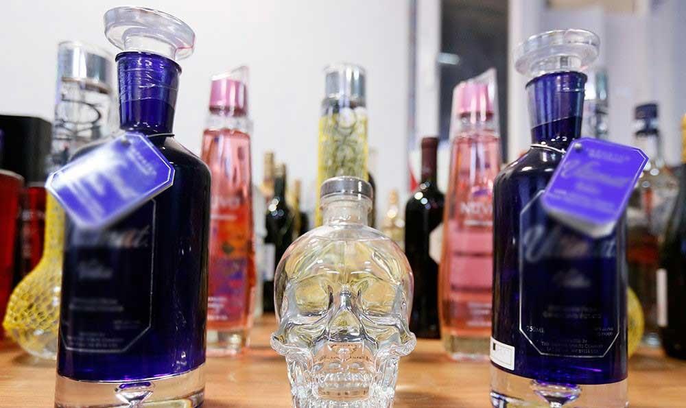 تصاویر | کشف 1500 بطری مشروبات الکلی خارجی در شرق تهران